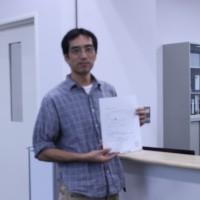 千葉県弁護士会で受理書を受け取る宗像さん